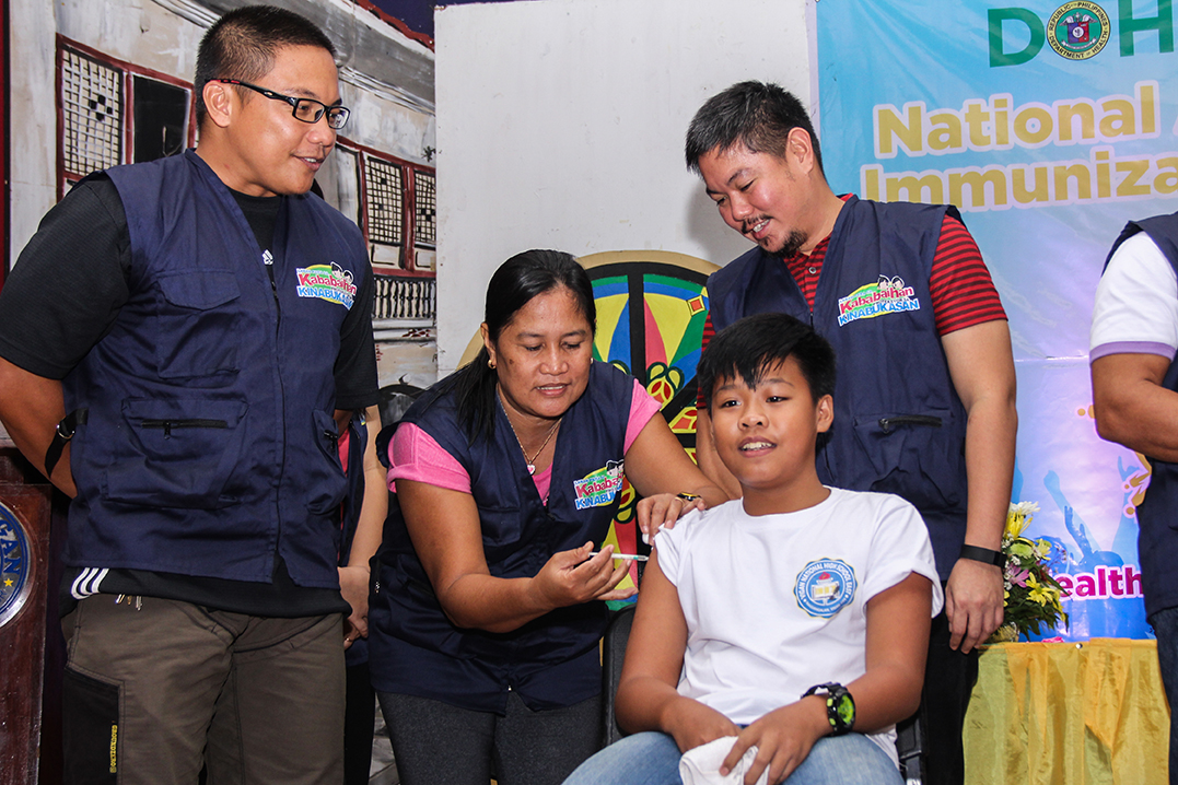 grade-school-students-get-free-immunization